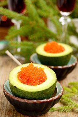 Авокадо с красной икрой