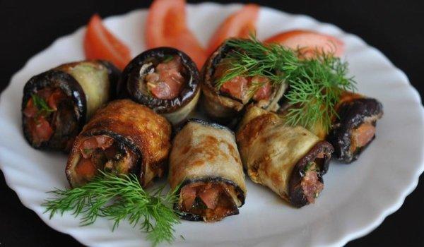 Баклажаны, жаренные на растительном масле, с ореховой начинкой (Грузия)