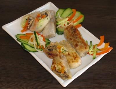 Блинчики с овощной начинкой под соусом