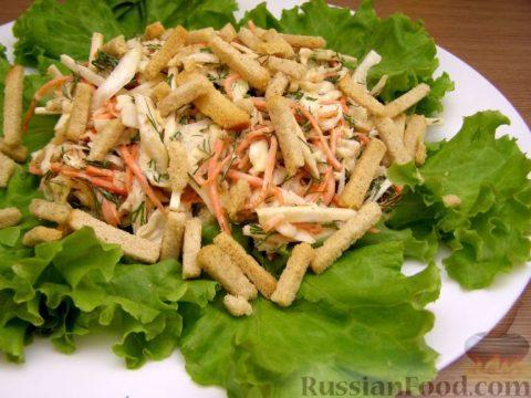 Капустный салат с сухарями