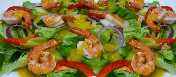 Листовой салат с креветками