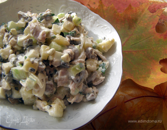 Оливье с курицей и грибами