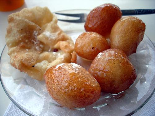 Пончики в медовом сиропе (Тунис)