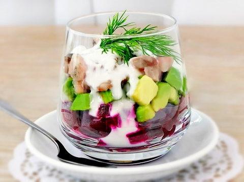 Салат из авокадо и сельди