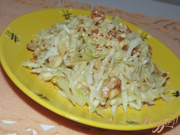 Салат из белокочанной капусты с орехами
