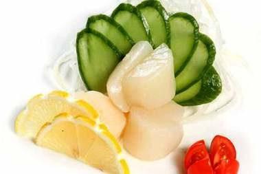 Салат из морского гребешка с корнишонами