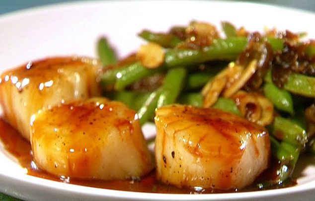 Салат из морского гребешка с маринованным перцем