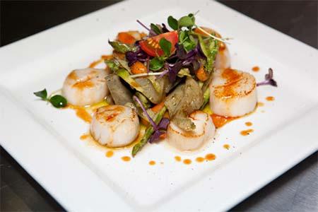 Салат из морского гребешка с зеленым горошком