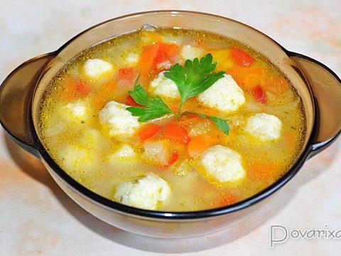 Суп из сладкого перца с сырными клецками