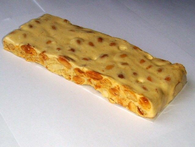 Туррон из яичных желтков с миндалем