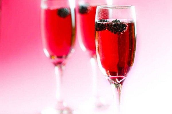 Вишнёвый напиток с шампанским