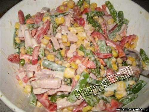 Картофель, фаршированный зеленой фасолью и ветчиной