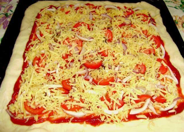 Пицца с кетой и кальмарами