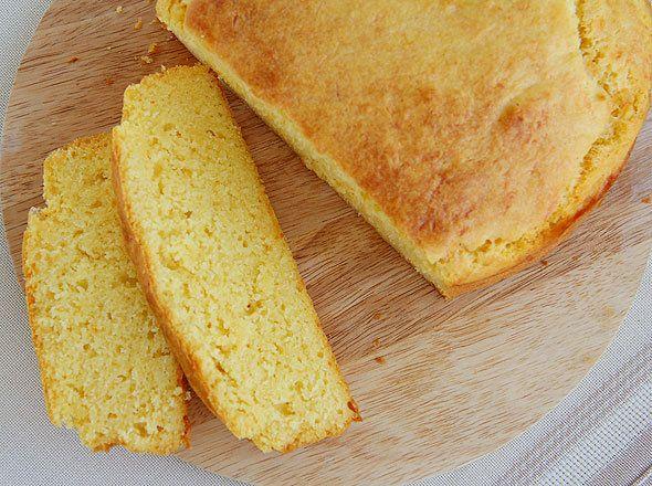 Хлеб пшенично-кукурузный с помидорами и сыром