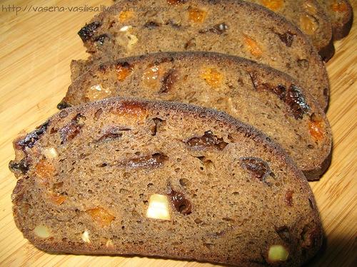 Хлеб пшеничный с черносливом и арахисом