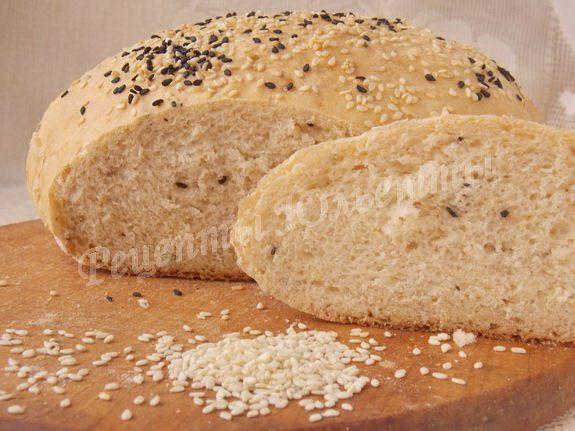Хлеб пшеничный с джемом и кунжутом
