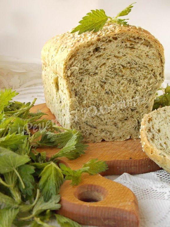 Хлеб пшеничный с крапивой и зеленью укропа
