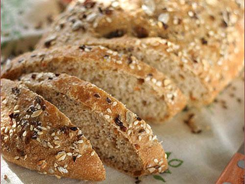 Хлеб пшеничный с семенами подсолнечника