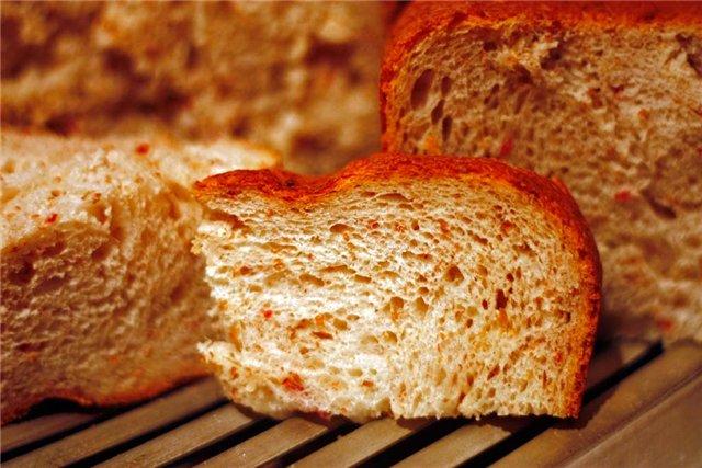 Хлеб пшеничный с сырокопченой колбасой