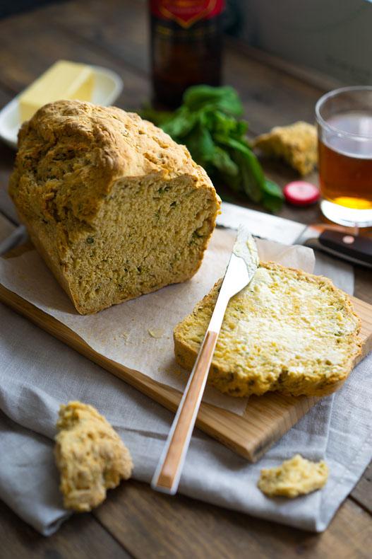Хлеб пшеничный с сыром и базиликом
