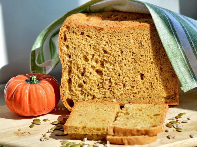 Хлеб пшеничный с яблочным пюре и грецкими орехами