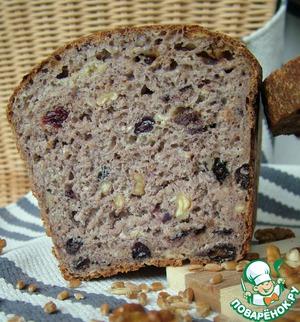 Хлеб ржаной с изюмом и арахисом