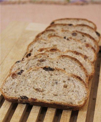 Хлеб ржаной с изюмом и семенами тмина
