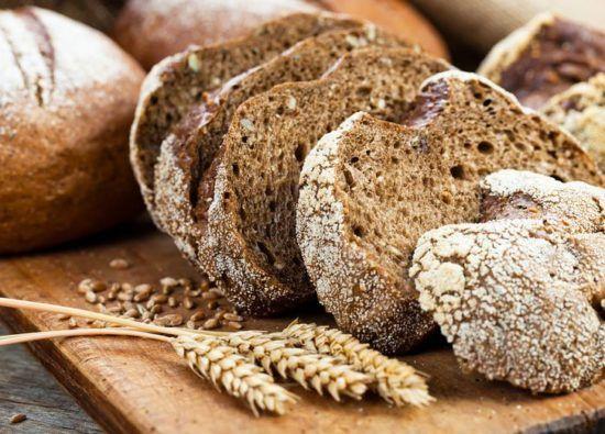 Хлеб ржаной с зеленым луком и тмином