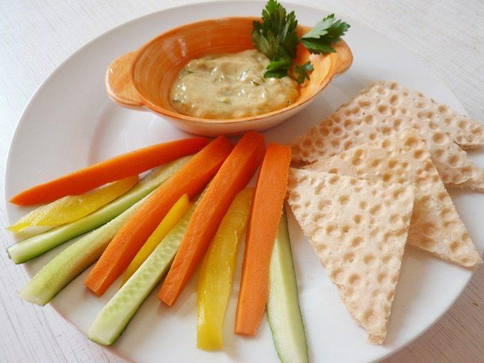 Хлебцы с маслинами и зеленью укропа