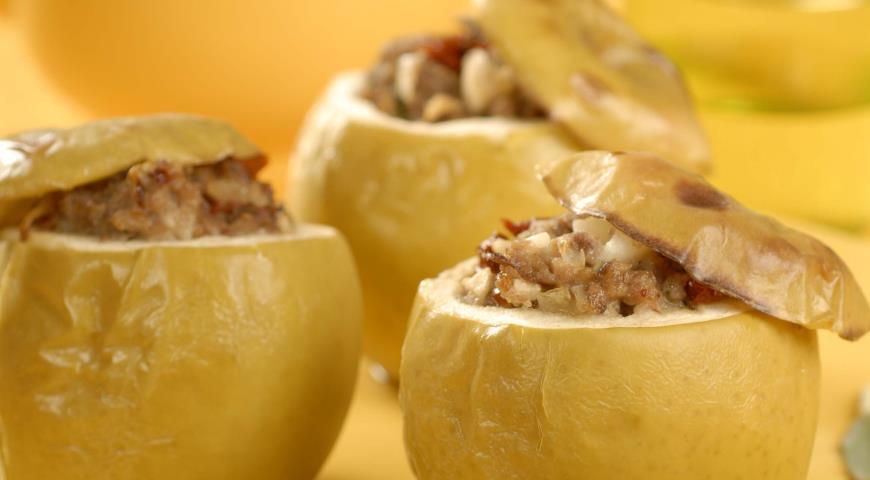 Яблоки, фаршированные мясом