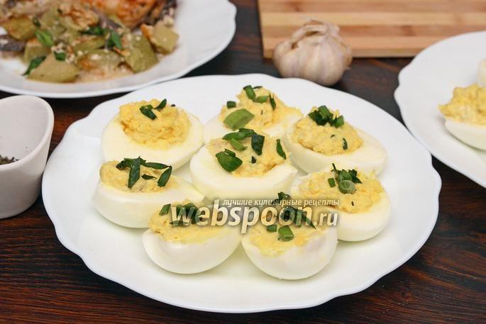 Яйца, фаршированные осетриной и овощами