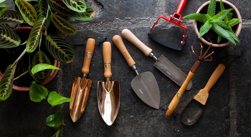 Основные инструменты в саду
