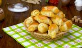 Пирожки-рогалики с шампиньонами и луком