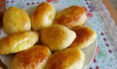 Пирожки с абрикосами и вишней