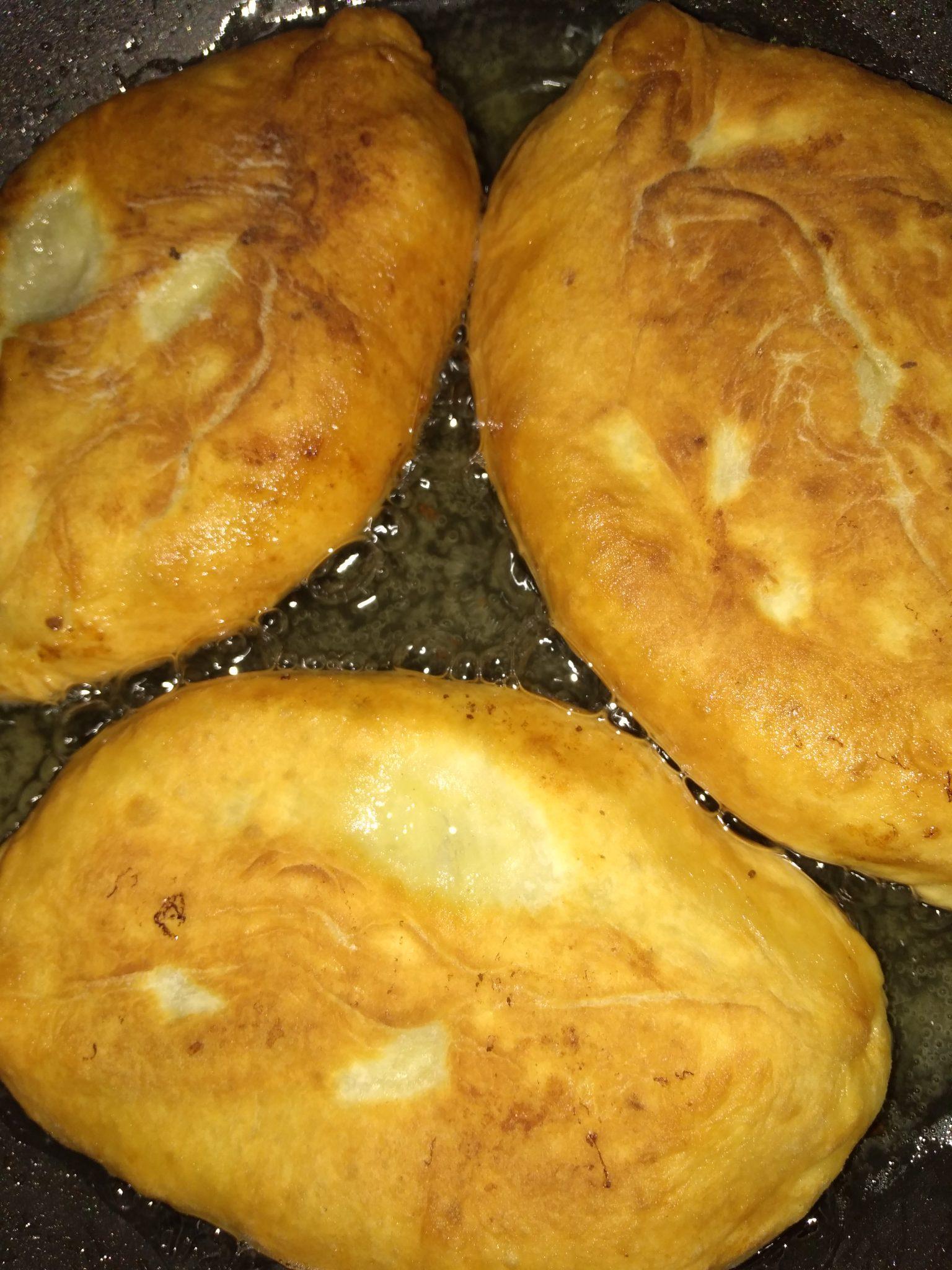 Пирожки с куриной печенкой и картофельным пюре