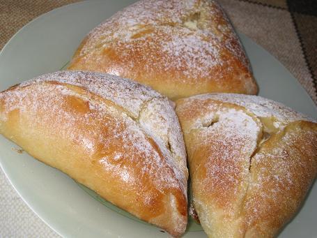 Пирожки с творогом и ананасом