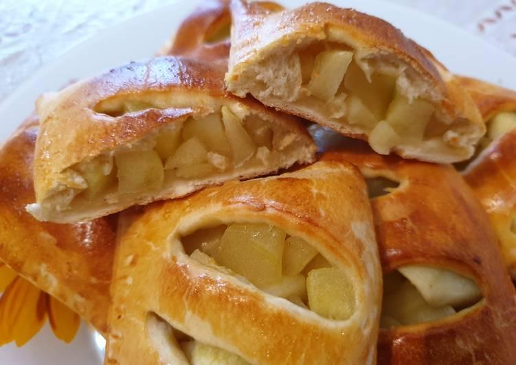 Пирожки с яблоками и лимонным соком
