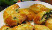 Пирожки жареные со шпинатом, луком-пореем и сыром фета