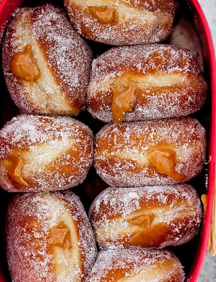 Пончики жареные с карамельной начинкой