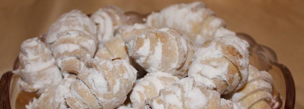 Рогалики с изюмом и арахисом